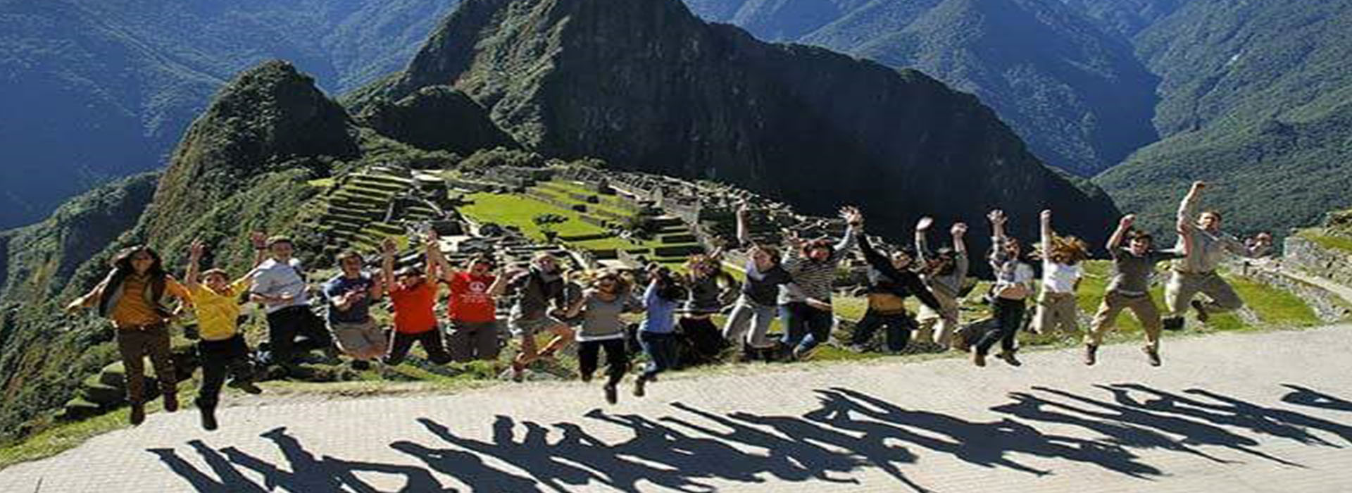 Inka Jungle Trek to Machu Picchu 4 days return by bus last day