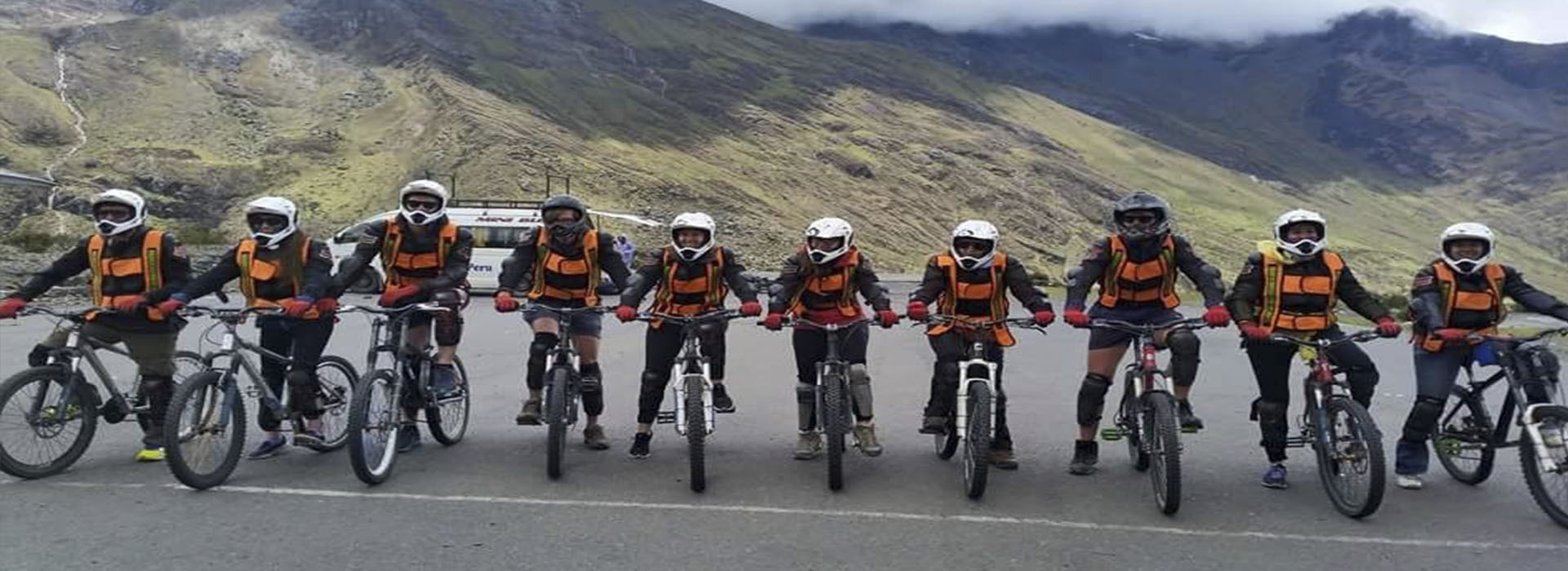 Inka Jungle Trek to Machu Picchu 3 days return by train last day